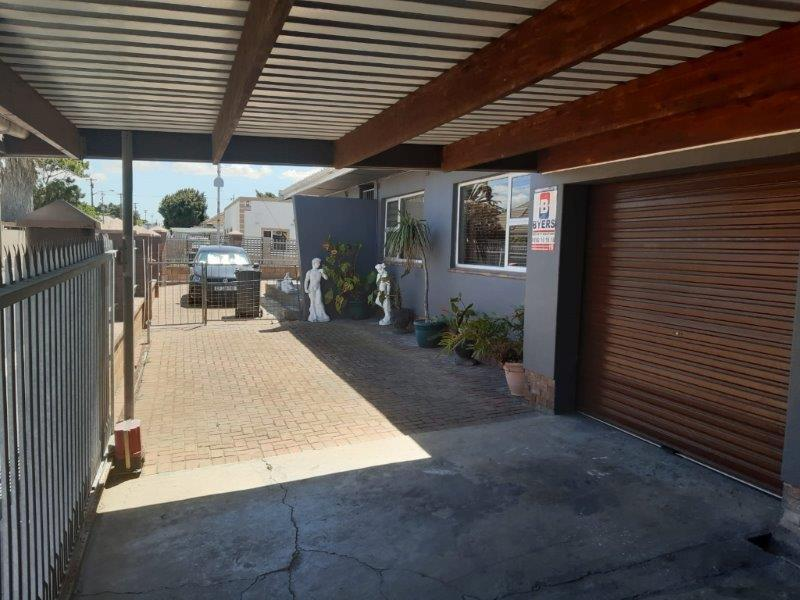 Property For Sale in Churchill Estate, Parow 2